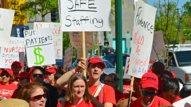 Hundreds of nurses and supporters conducted informational picketing at Allina Commons on May 18. Union Advocate photo